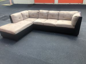 Sectional couch free delivery for Sale in Robbinsville Township, NJ