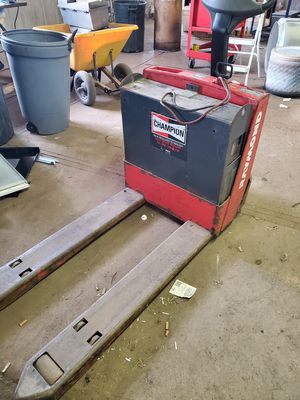 Raymond power pallet truck for Sale in Greenville, WI