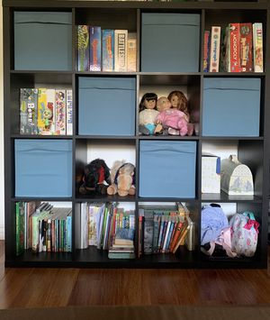 Modern shelving with 6 storage containers. for Sale in Lake View Terrace, CA
