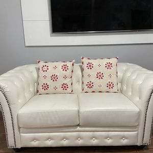 White leather loveseat for Sale in Lawrence, MA