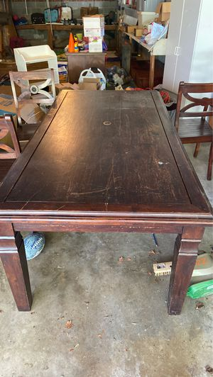 7 foot dining room table $100 for Sale in High Point, NC
