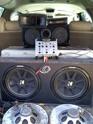 212 competition kicker class d amplifier 3000 waffle House two horns acoustic radio touch screen for Sale in Wahneta, FL