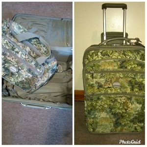 """20"""" Pathfinder luggage and shoulder bag $250 (Great condition.) for Sale in Manchester, CT"""