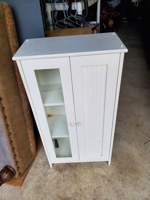 Small solis bookcase for Sale in Katy, TX
