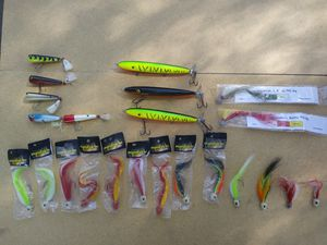 19 piece set fishing lures for Sale in Riverside, CA