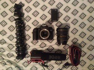Canon 70D with lens, tripod, mic, and extra battery for Sale in NO POTOMAC, MD