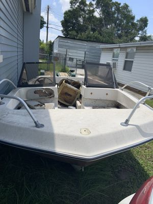 Free free free free boat no holes or leaks floats no motor for Sale in Tampa, FL
