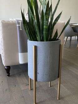 Midcentury Planter With Stand (plant not included) for Sale in Gresham,  OR