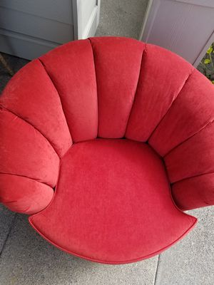 Amazing Red 360 degrees swivel barrel chair...A must see! for Sale in Vancouver, WA