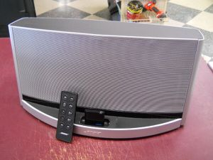 Bose sounddock 10 digital Bluetooth music system with remote for Sale in Columbus, OH