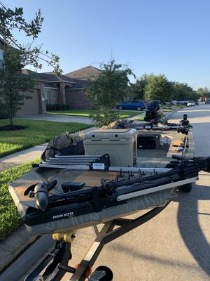 2019 Tracker Sportsman MVX duck boat / skiff with 25hp mercury electric tilt/trim and start plus a lot of accessories. for Sale in Spring, TX