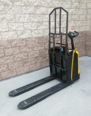2015 YALE ELECTRIC PALLET TRUCK FOR SALE for Sale in Chino, CA