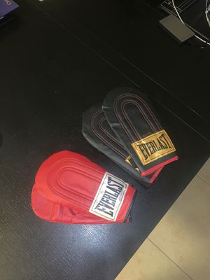 Speed Bag gloves by Everlast Boxing for Sale in Las Vegas, NV