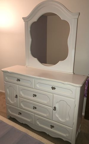 Girls 3 piece bedroom set for Sale in Clearwater, FL