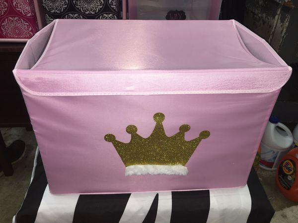 Crown Storage Chest