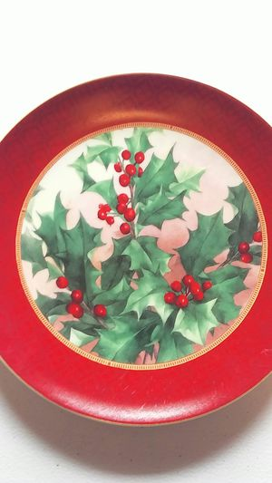 Hallmark brand holly berry plate for Sale in Mokane, MO