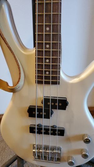 Ibanez Sound Gear 4 string bass guitar (pearl white) for Sale in Waterbury, CT
