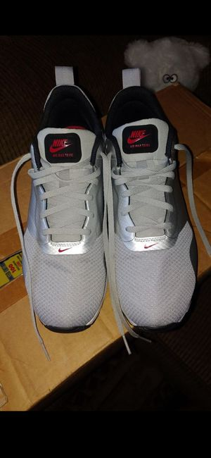 Nike Air Max Tavas shoes Women's size 9.5 for Sale in Chino, CA