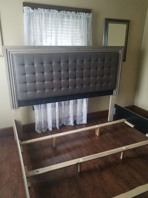 New bed frame size is king for Sale in Clayton, OH