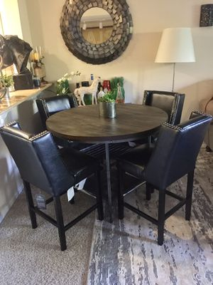 Pub counter height Table with shelf & 4 leather beaded bar chairs retail $1200 for Sale in San Diego, CA
