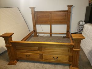King 4 post bed frame for Sale in Buckeye, AZ