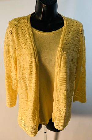 Alfred Dunner Petite Yellow Pullover Sweater PS Small in very good condition. for Sale in Crest Hill, IL