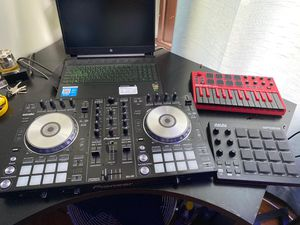 Full Dj set and beat making machines with speakers for Sale in Boston, MA
