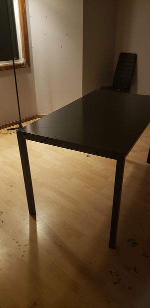 kitchen table with glass top and 3 chairs for Sale in Gresham, OR