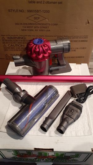 Dyson V6 Motorhead Cordless Vacuum (Firm on Price) for Sale in Gardena, CA