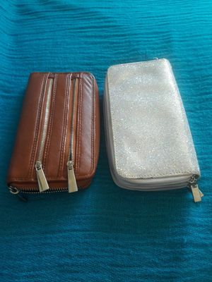 like new 2 wrislet wallet for Sale in Bridgeport, CT