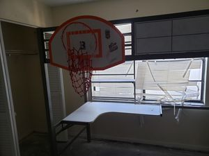 Bunk with desk and basketball hoop attached to it for Sale in Tampa, FL
