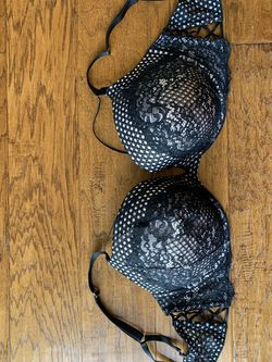 Victoria's Secret Bra 40DD Very sexy push up plunge for Sale in St. Louis,  MO
