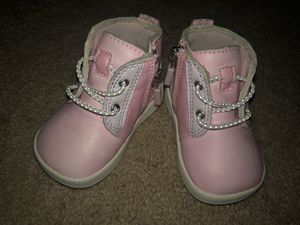 Baby girl ugg boots size 2/3 for Sale in Waldorf, MD