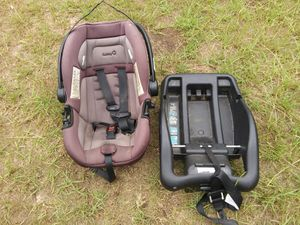 Safety 1st carseat and stroller for Sale in Bainbridge, GA