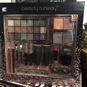 Beauty Runway 37 Piece Makeup Set, Eye Shadow, Blush, Eye Brow, Mascara, Face Primer, Liquid Eye Liner, Eye Primer, Lip Stick, Brow Pencil, & More! for Sale in Elma, WA