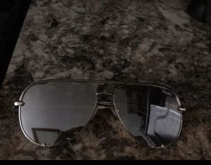 QUAY SUNGLASSES only worn once basically brand new for Sale in Exeter, CA