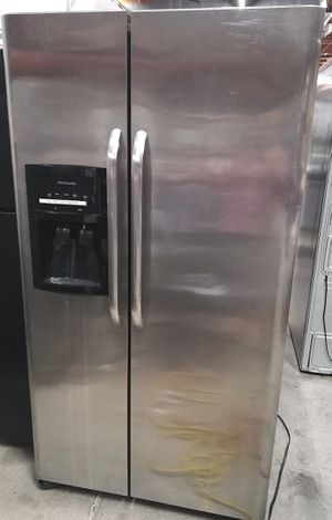Frigidaire Double Door Fridge with Ice Dispenser in Very Good Condition for Sale in Artesia, CA