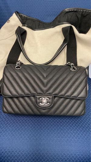 Authentic quality Chanel classic flap bag for Sale in Monterey Park, CA