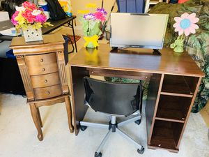 Used Desk , Jewelry Stand and Mini TV for Sale in Homestead, FL