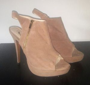 Womens Tan Suede Heels Sz 10 $15 for Sale in Fort Myers, FL