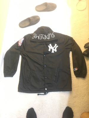 BLACK SUPREME YANKEES JACKET SIZE XL for Sale in Mount Airy, MD