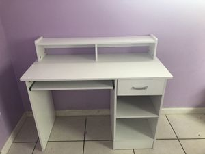 Computer desk with chair for Sale in Orlando, FL