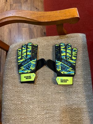 Adidas Manuel Neuer Junior Training Goalie Gloves for Sale in Powell Butte, OR