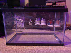 10 gallon fish tank and accessories for Sale in Raymore, MO