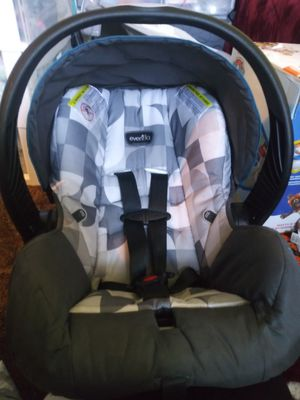 Evenflo carseat and accessories for Sale in Geneseo, KS