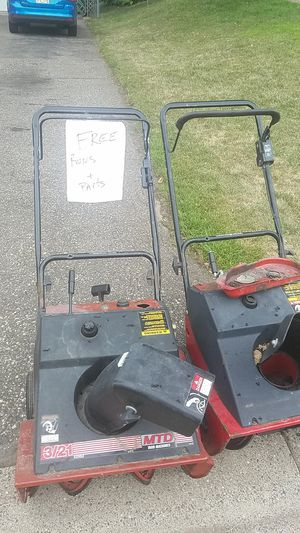 Free snow blowers 14o1 shryer rosevile for Sale in Saint Paul, MN
