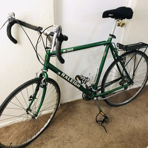 Raleigh R300 Road Bike for Sale in Tacoma, WA