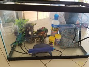10 gal fish tank with supply for Sale in Vancouver, WA