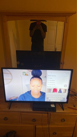 32 inch TCL ROKU smart TV used like new for Sale in Centreville, VA