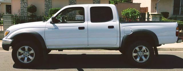 2003 Toyota Tacoma!Gas Saver! for Sale in Center Line,  MI